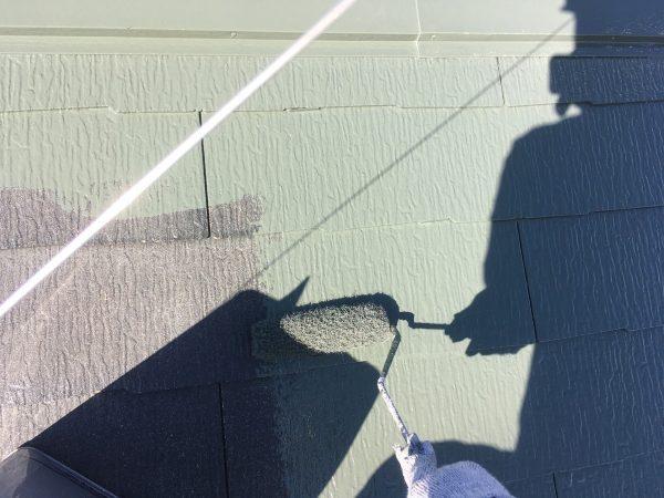 屋根の上塗り1回目塗装作業状況