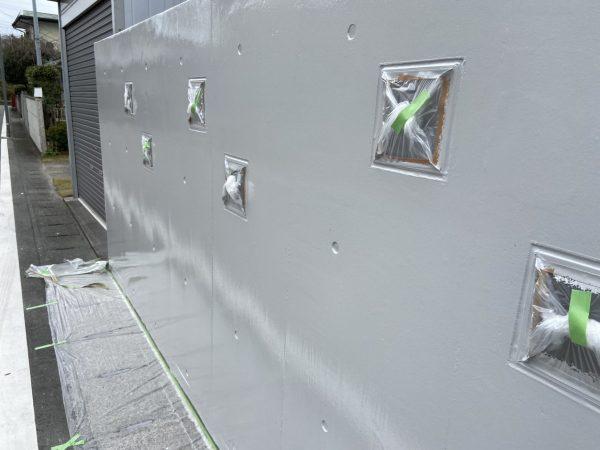 外塀の上塗り2回目塗装作業完了