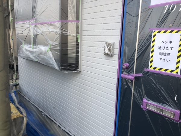 外壁のWB塗装A色塗装作業完了