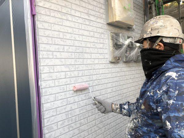 外壁のWBクリアー塗装作業状況