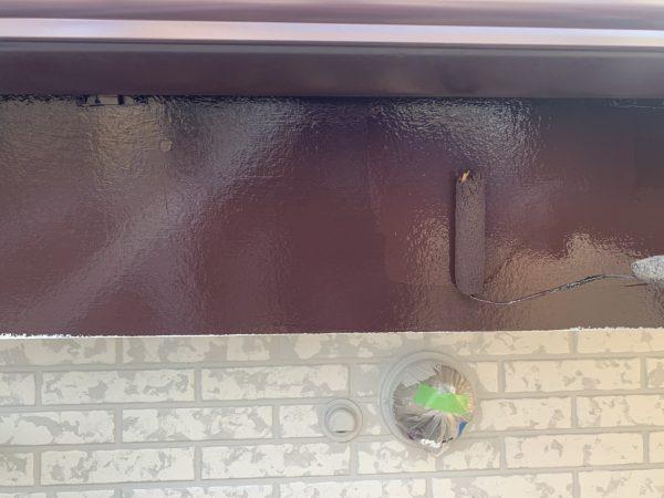 付帯部(幕板)の上塗り1回目塗装作業状況