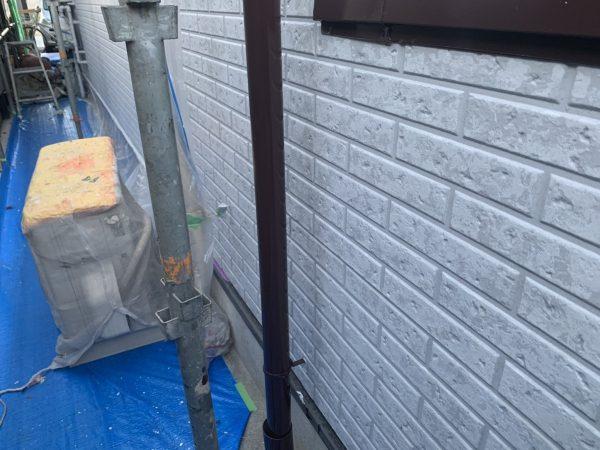 付帯部(竪樋)の上塗り1回目塗装作業完了