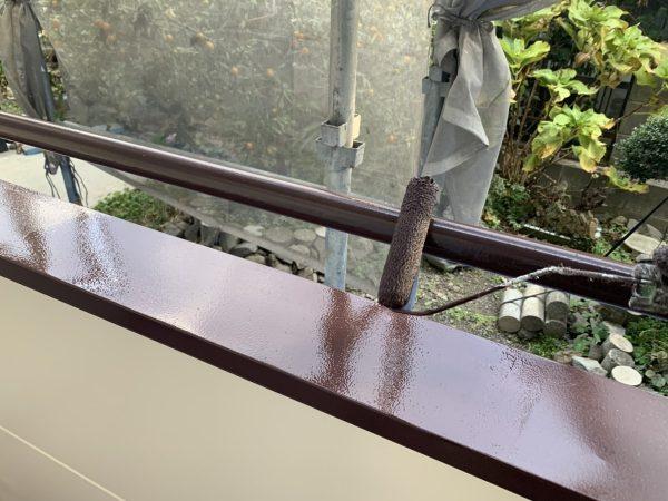 ベランダ手摺りの上塗り2回目塗装作業状況