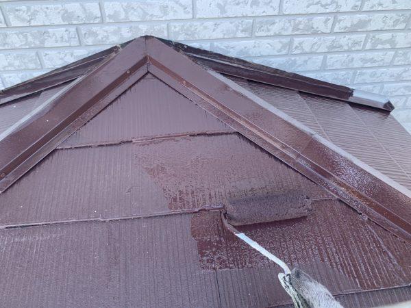 下屋の上塗り2回目塗装作業状況