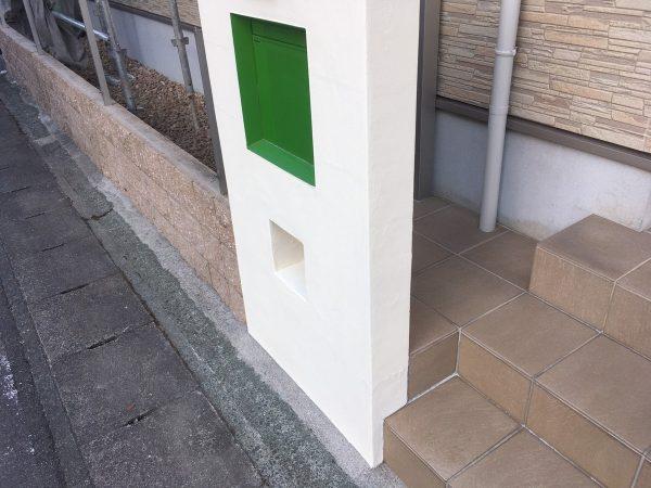 塀の上塗り2回目塗装作業完了