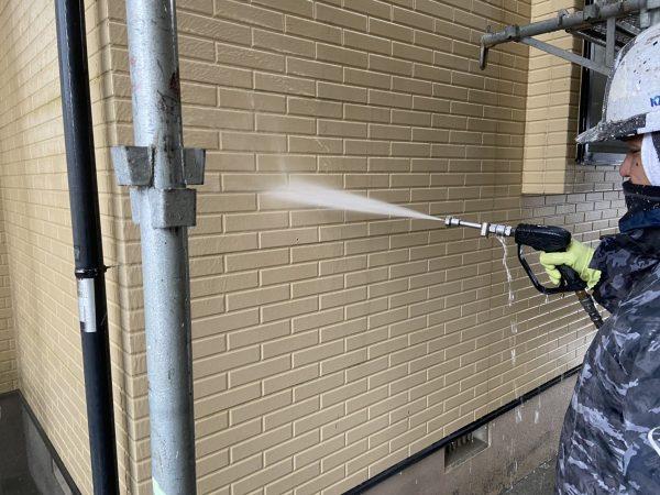 外壁の高圧洗浄作業状況