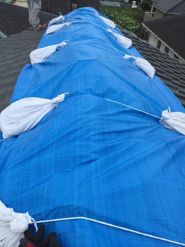 熊本地震災害 ブルーシート張り作業 雨漏れ 瓦復旧工事サムネイル